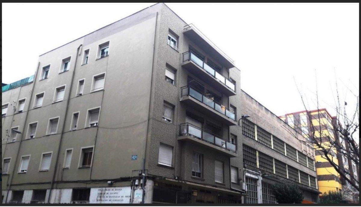 Piso en venta en Torrelavega  de 3 Habitaciones, 2 Baños y 166 m2 por 158.110 €.