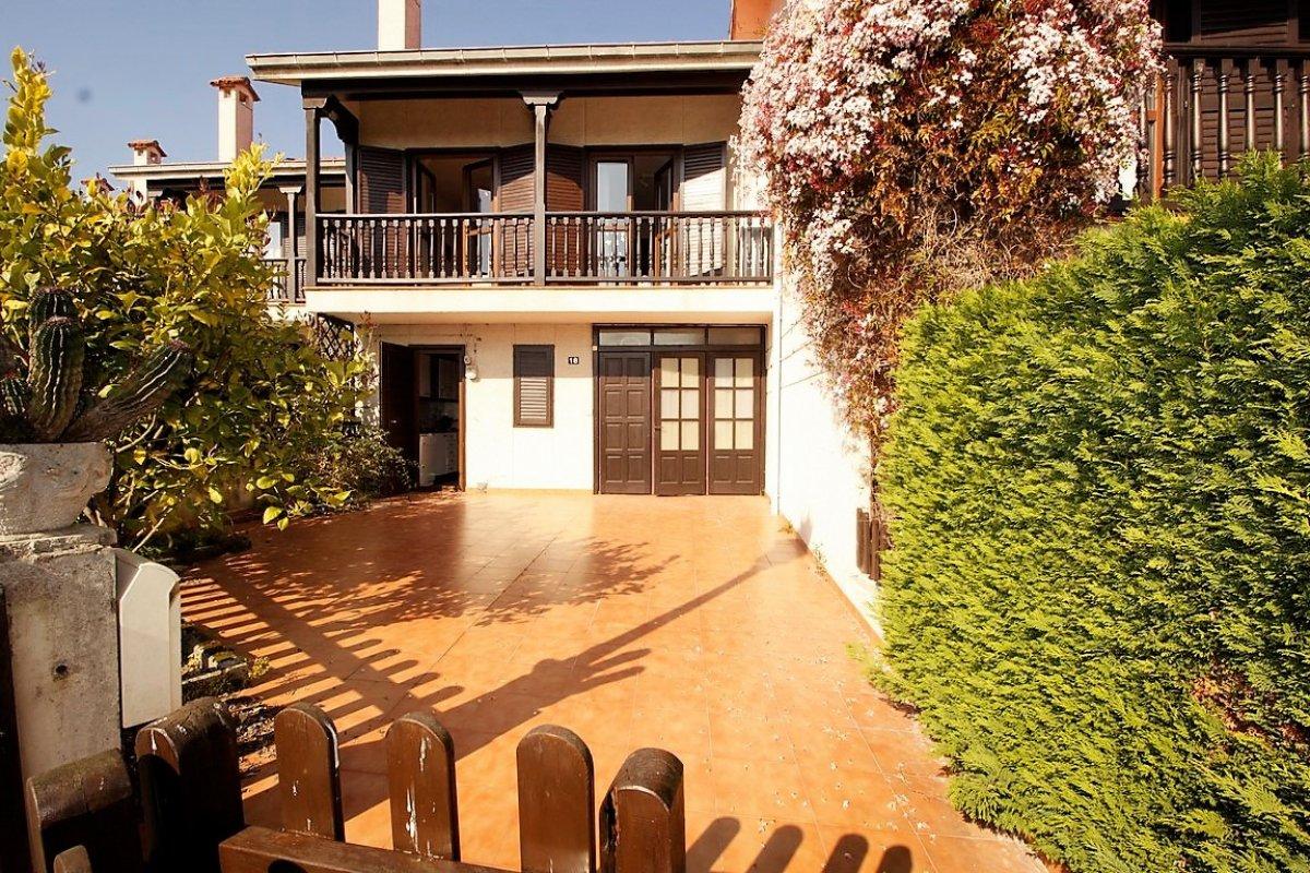 Chalet en venta en San Vicente De La Barquera  de 4 Habitaciones, 2 Baños y 140 m2 por 248.000 €.