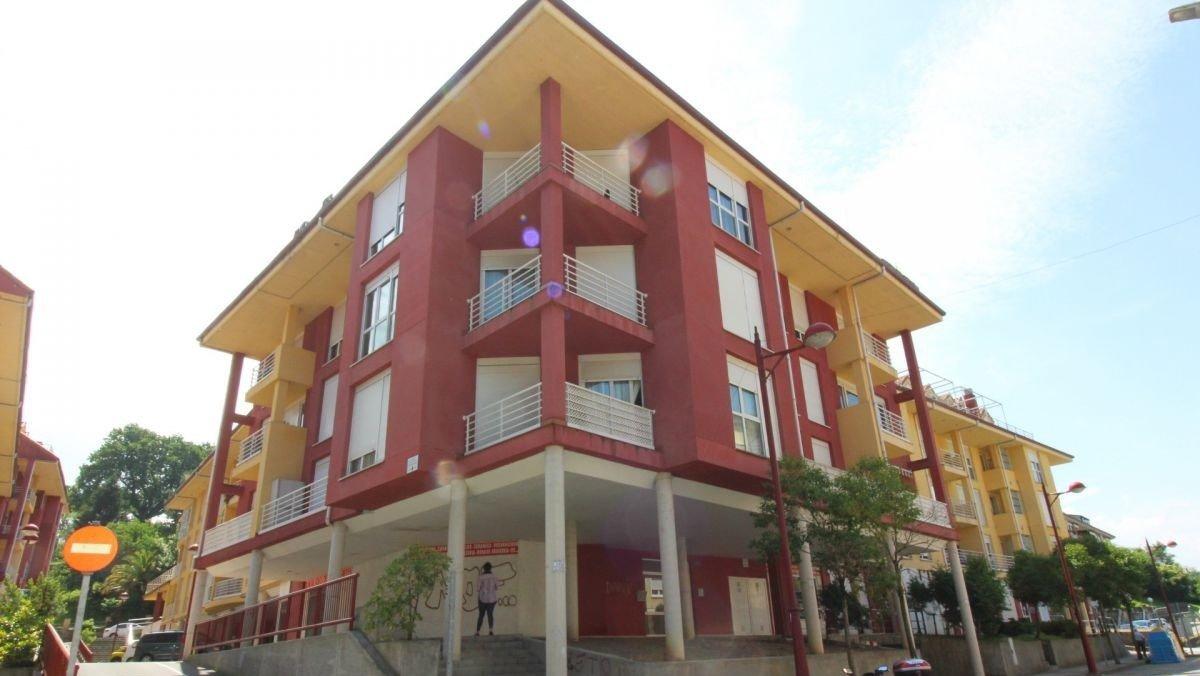 Piso en venta en Ampuero  de 3 Habitaciones, 1 Baño y 104 m2 por 65.000 €.