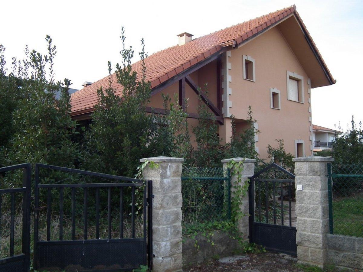 Casa en venta en Alfoz de Lloredo  de 4 Habitaciones, 3 Baños y 220 m2 por 261.250 €.