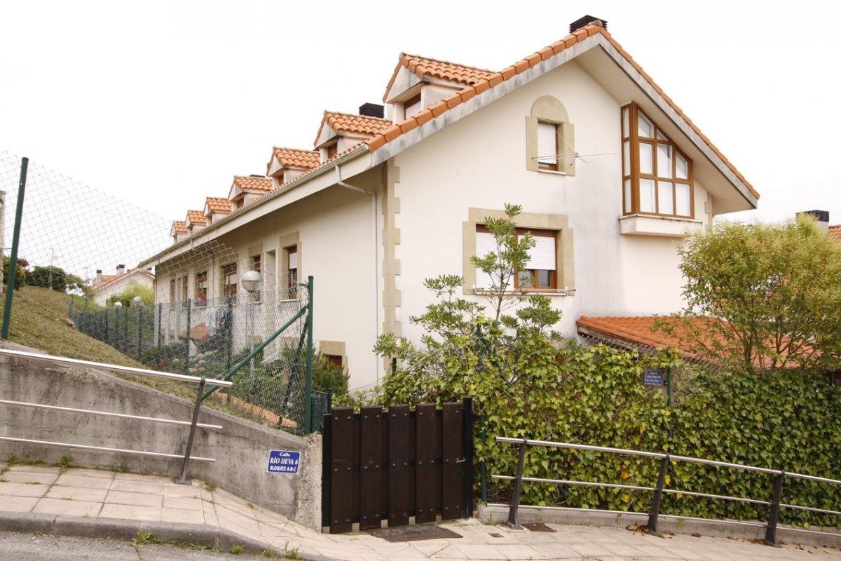 Piso en venta en San Vicente De La Barquera  de 2 Habitaciones, 2 Baños y 76 m2 por 103.000 €.