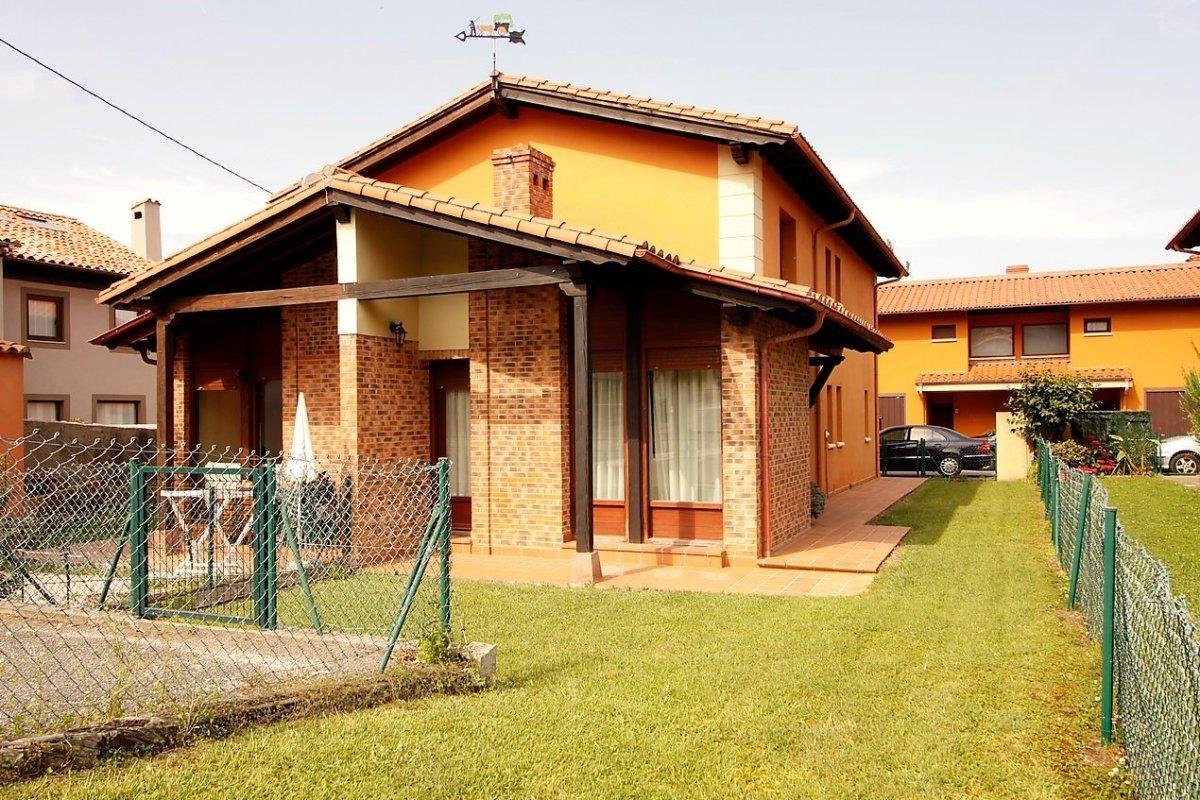 Chalet en venta en Val de San Vicente  de 3 Habitaciones, 2 Baños y 111 m2 por 165.000 €.