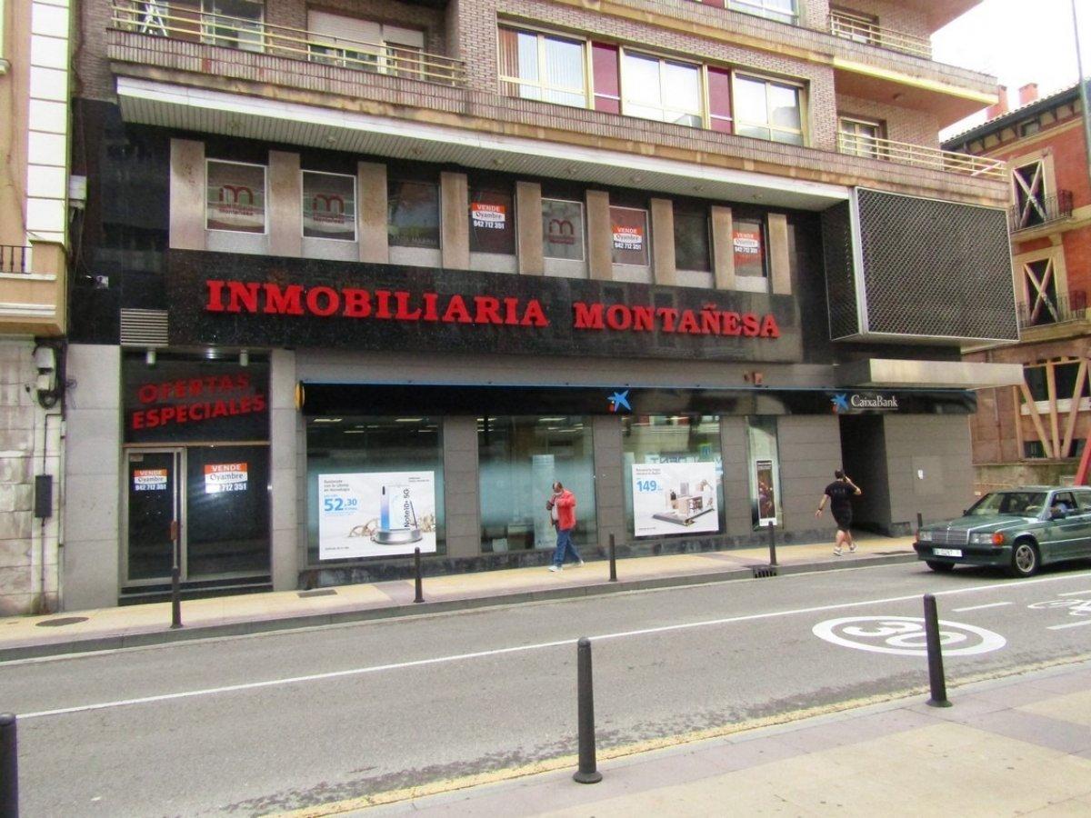 Piso en venta en Torrelavega  de 4 Habitaciones, 4 Baños y 350 m2 por 200.000 €.