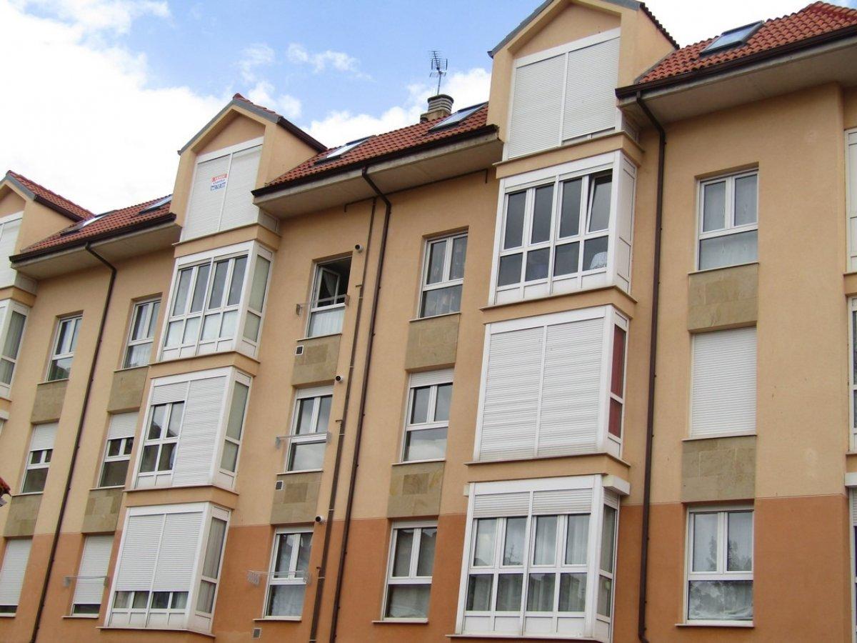 Piso en venta en Reinosa  de 2 Habitaciones, 1 Baño y 75 m2 por 83.000 €.