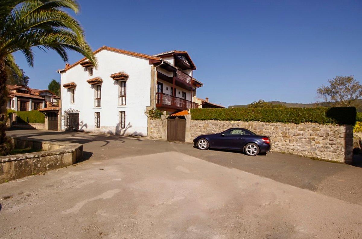 Casa en venta en Valdaliga  de 8 Habitaciones, 7 Baños y 445 m2 por 300.000 €.