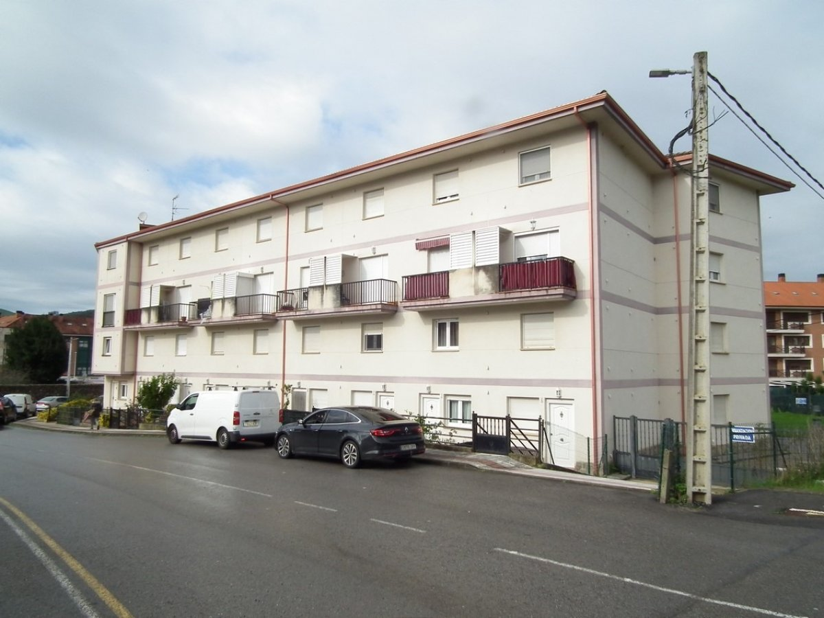 Piso en venta en Badames  de 3 Habitaciones, 2 Baños y 91 m2 por 79.800 €.