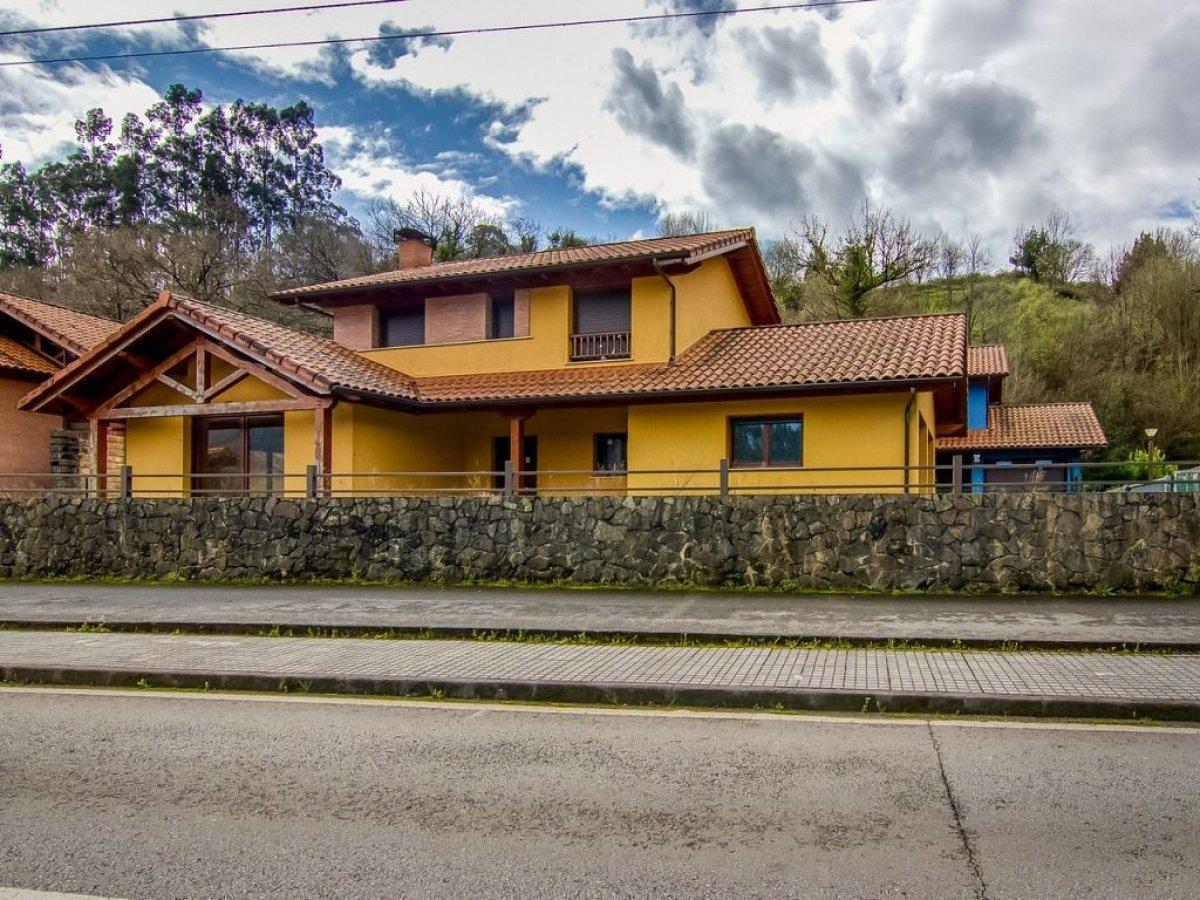 Chalet en venta en Ampuero  de 4 Habitaciones, 3 Baños y 189 m2 por 177.000 €.