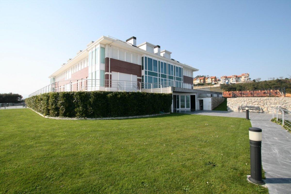 Piso en venta en San Vicente De La Barquera  de 3 Habitaciones, 2 Baños y 108 m2 por 350.000 €.