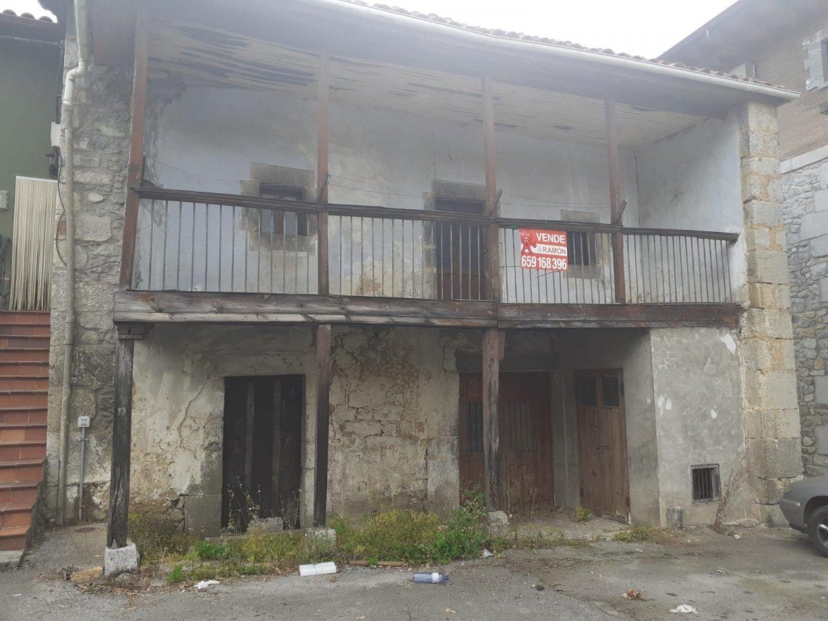 Casa de piedra en venta en Arredondo  de 3 Habitaciones y 325 m2 por 36.000 €.