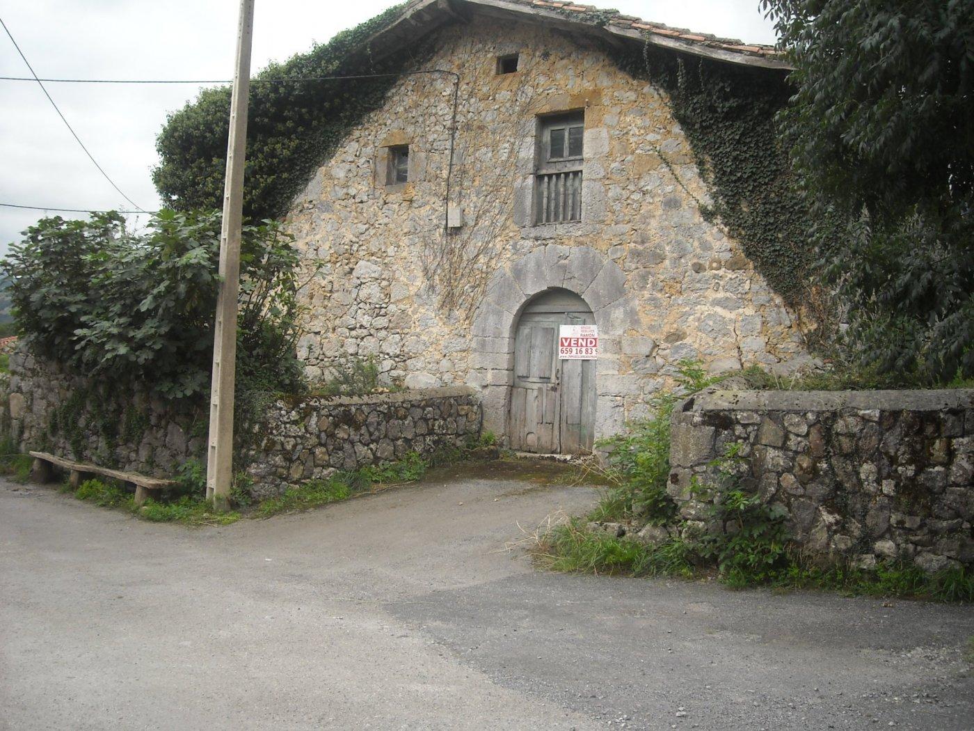 Casa con terreno en venta en Ruesga  de 286 m2 por 50.000 €.