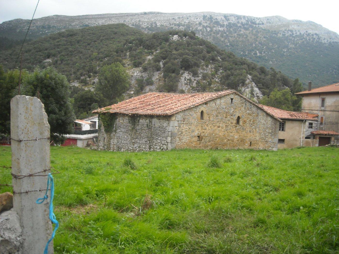 Casa con terreno en Ruesga - CANTABRIA