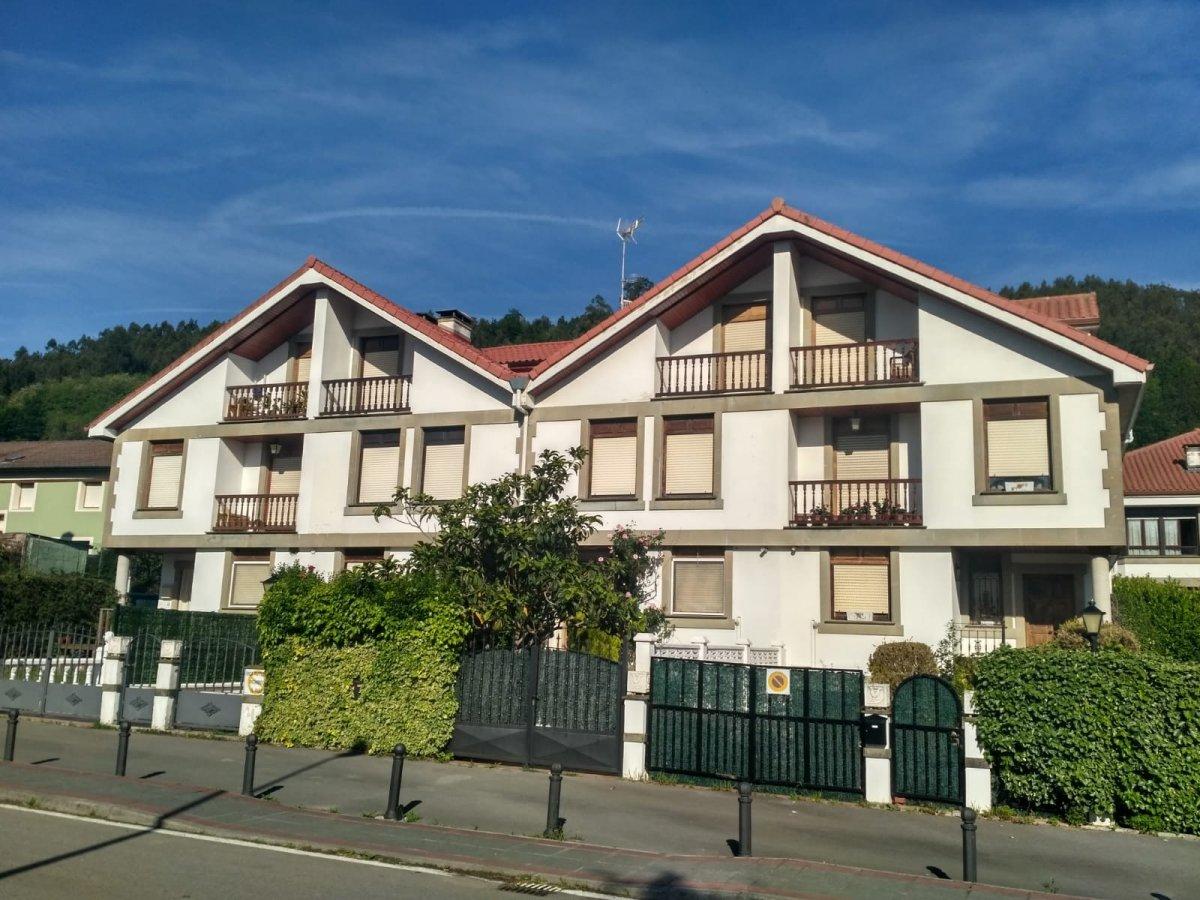 Adosada en Rasines  de 5 Habitaciones, 2 Baños y 127 m2 por 125.000 €.