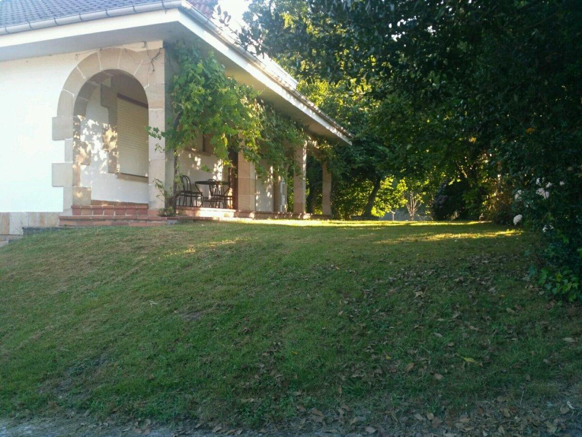 Casa con terreno en venta en Arredondo  de 3 Habitaciones, 2 Baños y 160 m2 por 250.000 €.