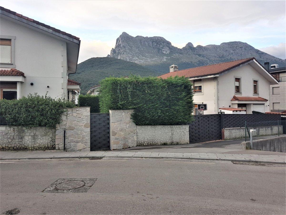 Pareado en venta en Ramales de la Victoria  de 3 Habitaciones, 2 Baños y 210 m2 por 210.000 €.