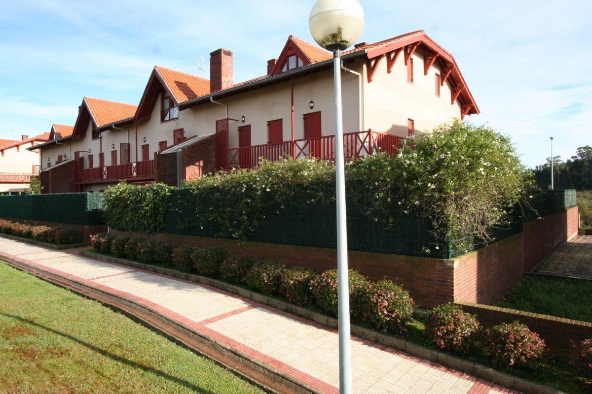 Dúplex en venta en Comillas  de 3 Habitaciones, 1 Baño y 88 m2 por 170.000 €.