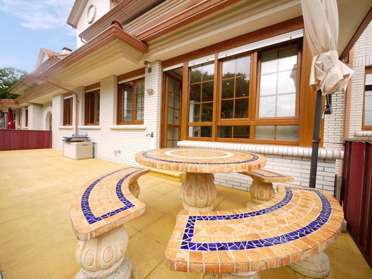 Planta baja en venta en Isla  de 2 Habitaciones, 2 Baños y 63 m2 por 177.000 €.