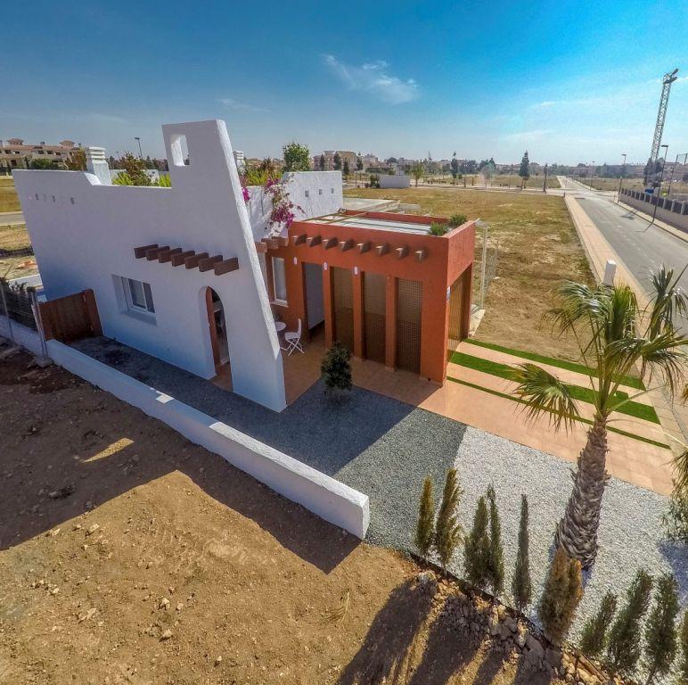 Halfvrijstaande  2 slaapkamers villa's in Los Alcazares