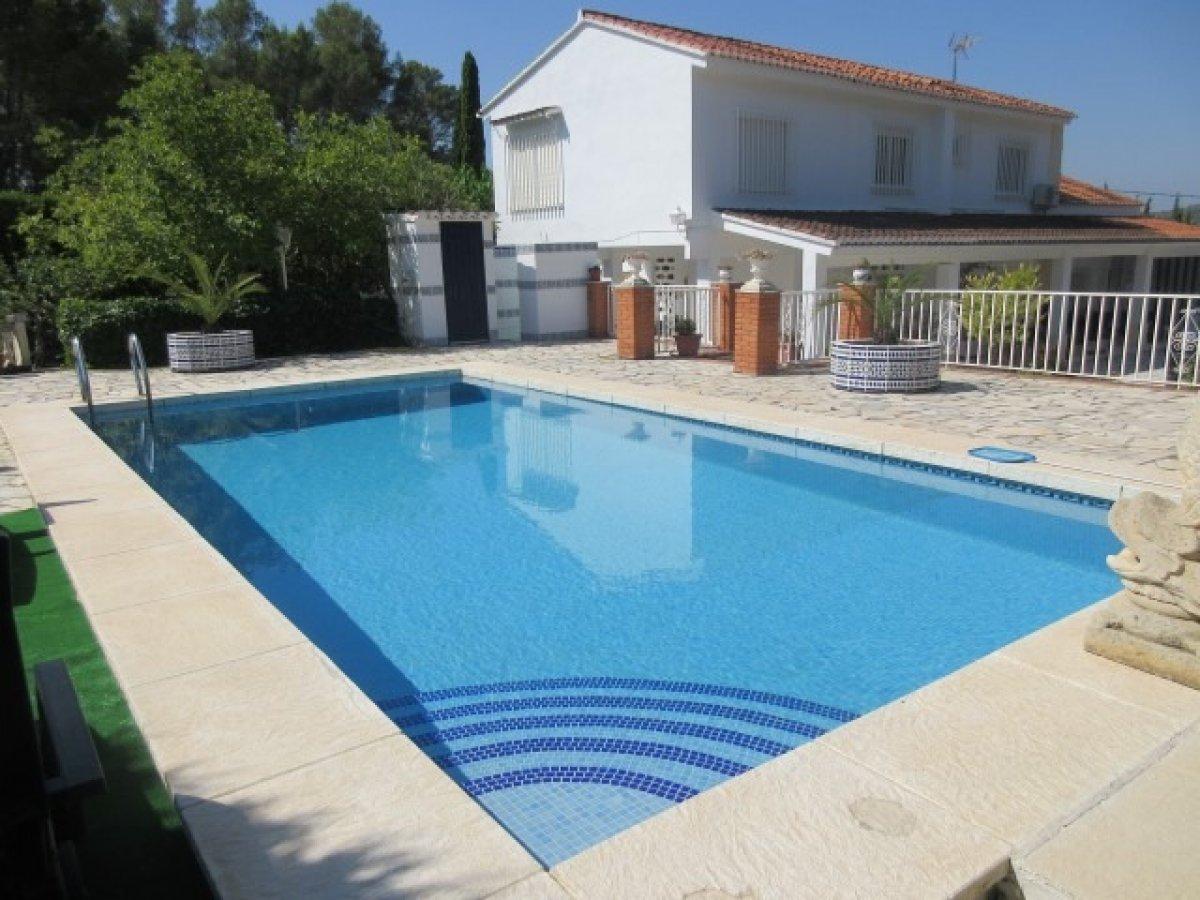 Chalet independiente con 3 habitaciones con apartamento independiente, piscina privada y v - imagenInmueble0