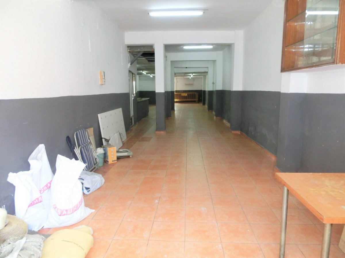 Local comercial semi reformado en alquiler en Burjassot, Universidades