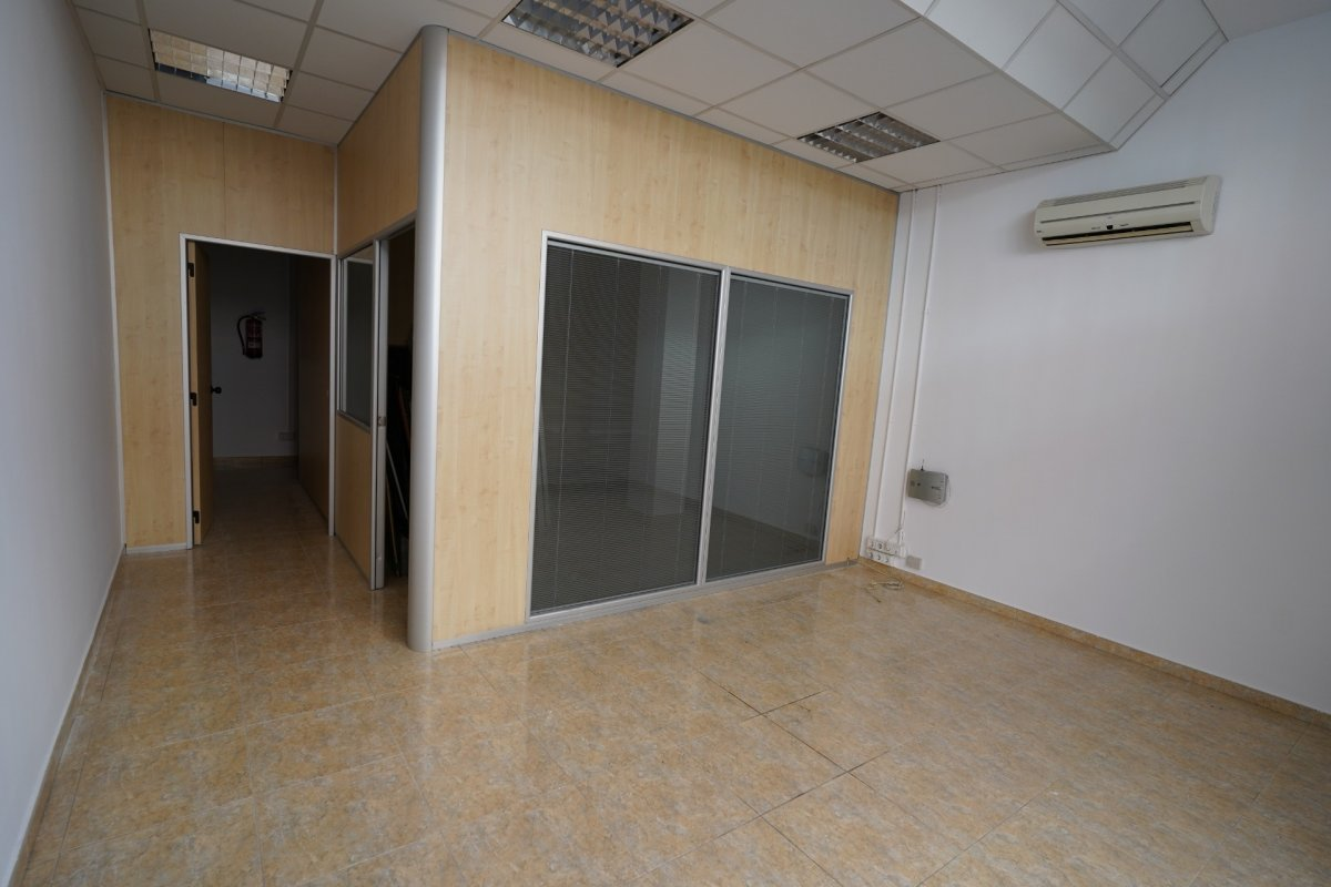 local-comercial en olesa-de-montserrat · ambulatorio 600€