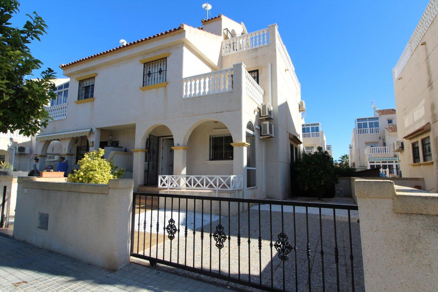 Блок-из-четырех-домов en Torrevieja · Torretas 110000€