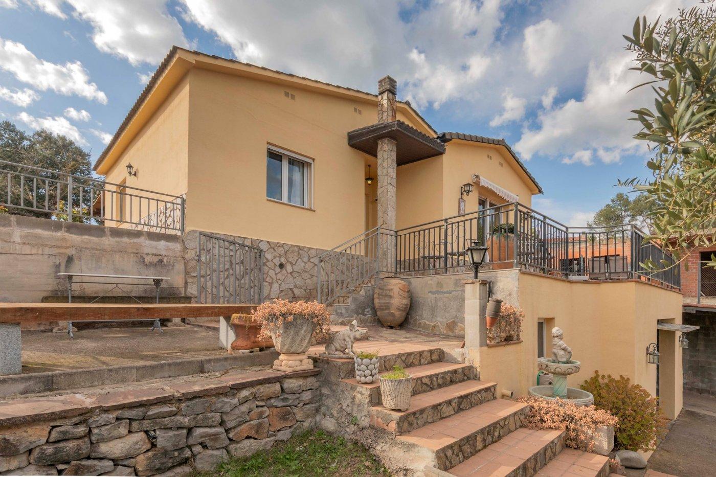 ¡Magnifica casa en zona tranquila y envuelta de naturaleza!