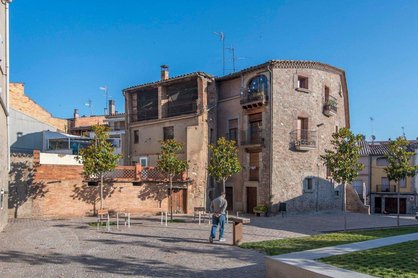 Casa de piedra única en el centro de Sant Fruitós de Bages.