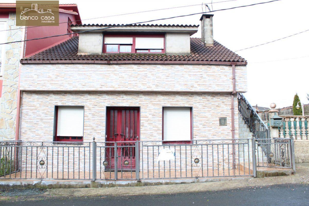 Casa en venta en A brea, Carballo