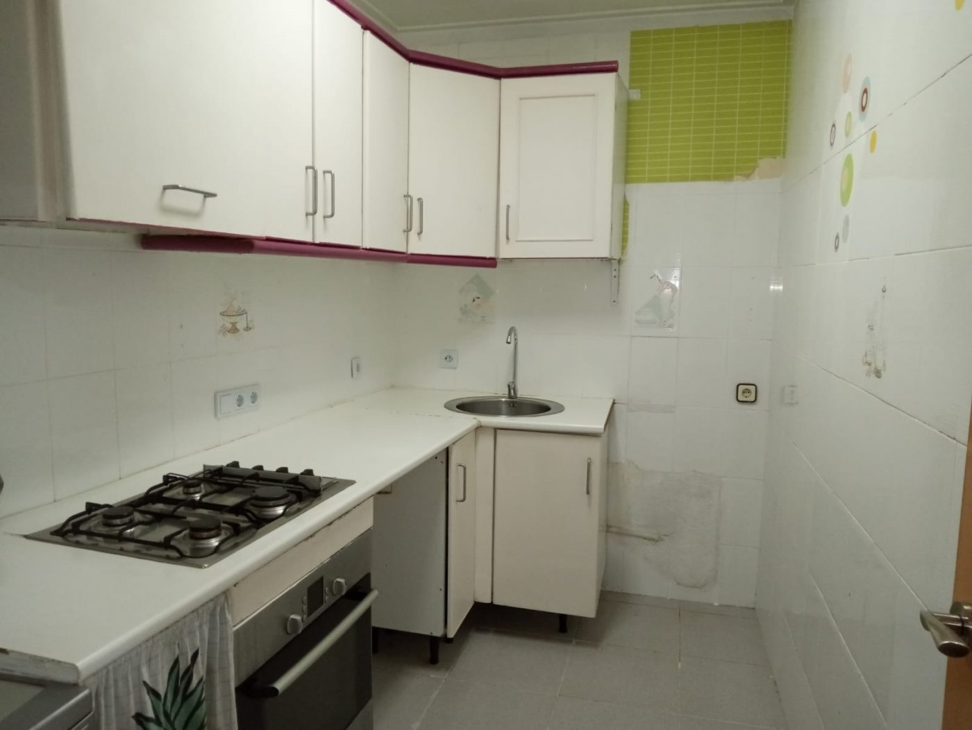 piso en santa-coloma-de-gramanet · santa-rosa 600€