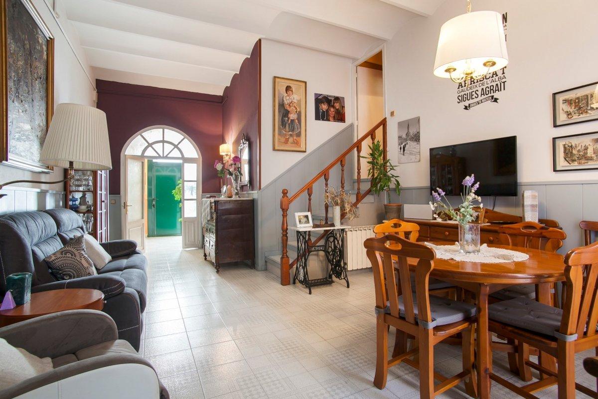 casa en santa-coloma-de-gramanet · centre 425000€