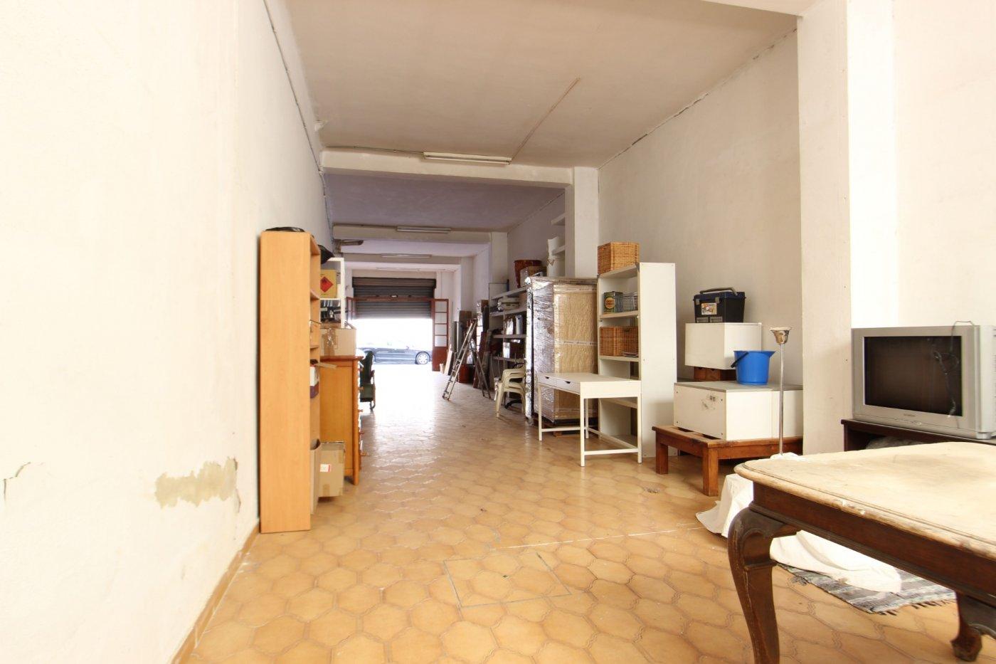 Local con patio de 35 m2 ideal para poder disfrutar de tu tiempo libre...!