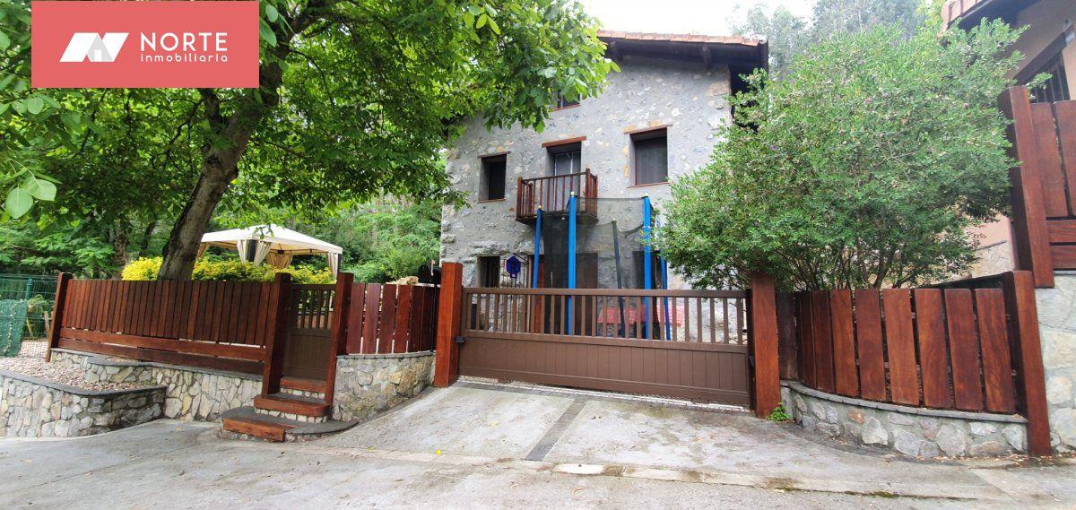 Chalet en venta en Castro Urdiales  de 4 Habitaciones, 3 Baños y 240 m2 por 295.000 €.