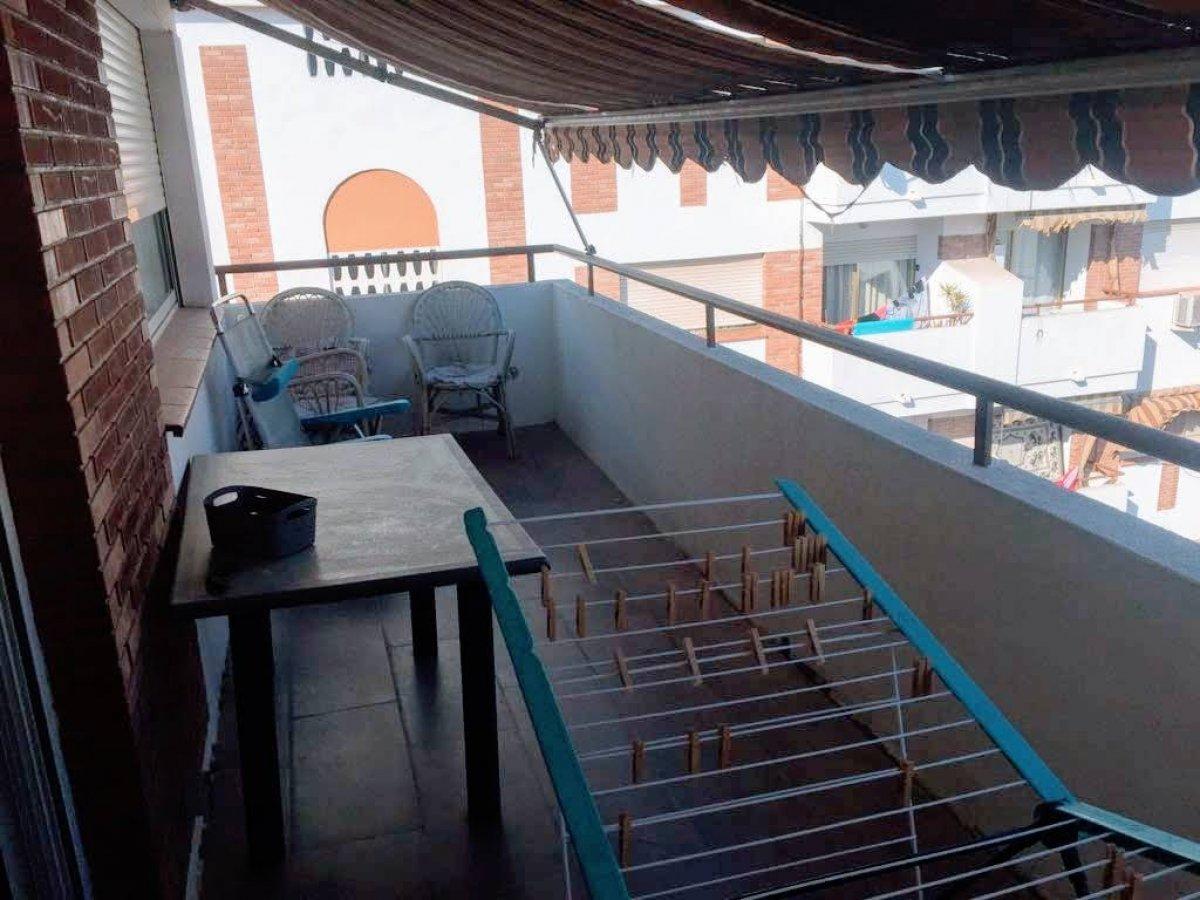 Piso semi reformado con terraza en San Vicente