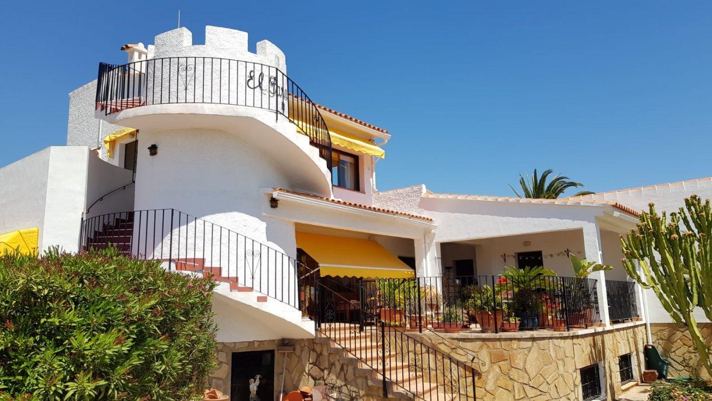 Gran casa con vistas a mar y montaña - Urb. Panorama