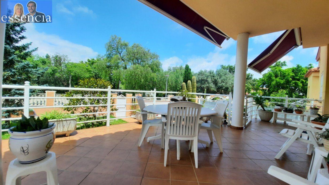 Casa con jardín y piscina comunitaria - imagenInmueble0