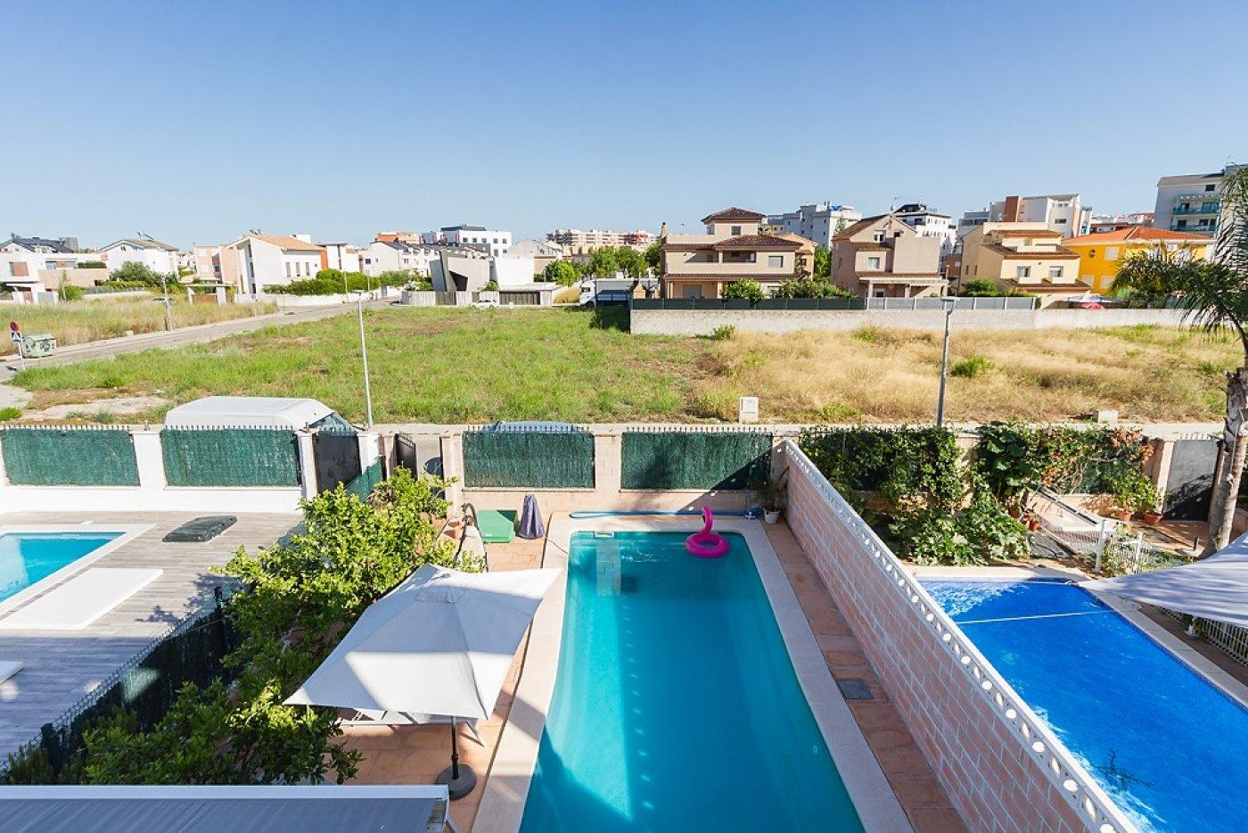 Fantástica casa de lujo en gandía con piscina, terraza y vivienda de inivtados. - imagenInmueble1