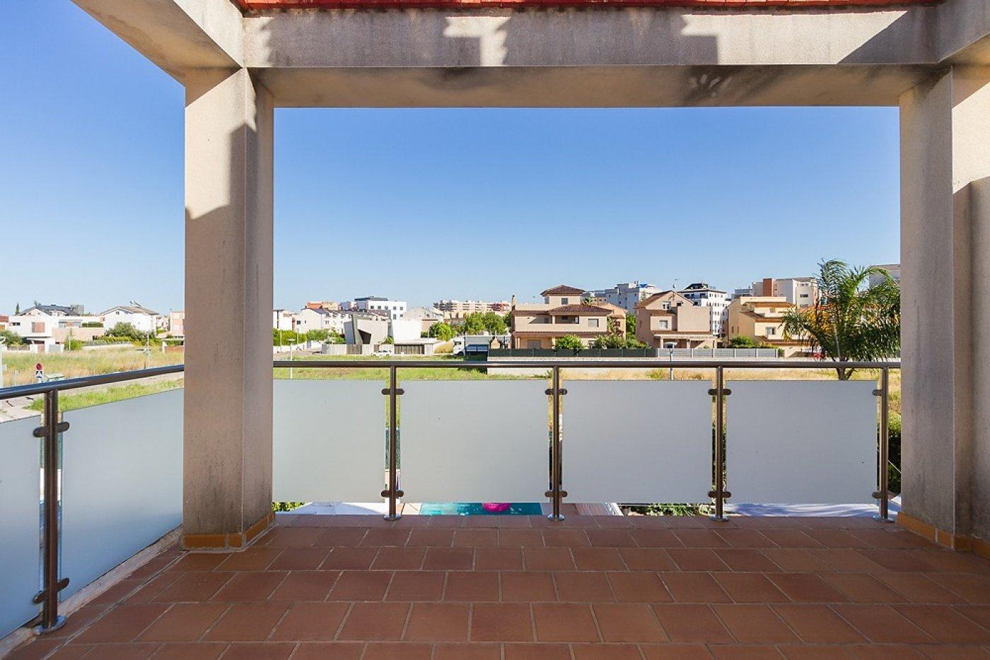 Fantástica casa de lujo en gandía con piscina, terraza y vivienda de inivtados. - imagenInmueble31
