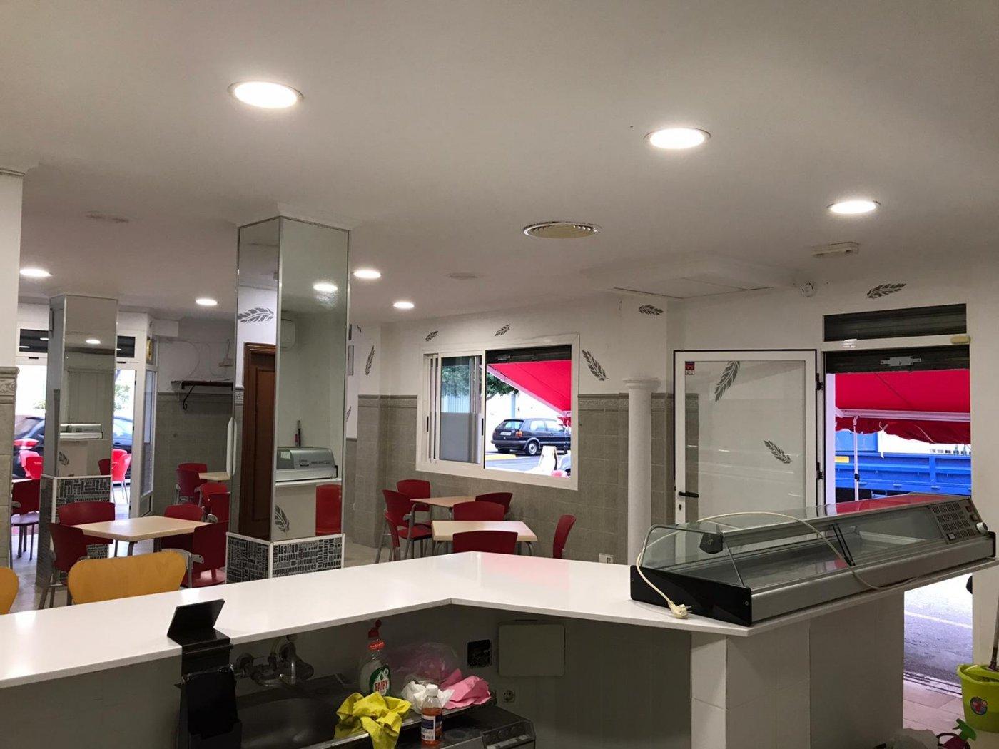 Local comercial acondicionado como bar  para entrar  a trabajar en benirredra. - imagenInmueble12