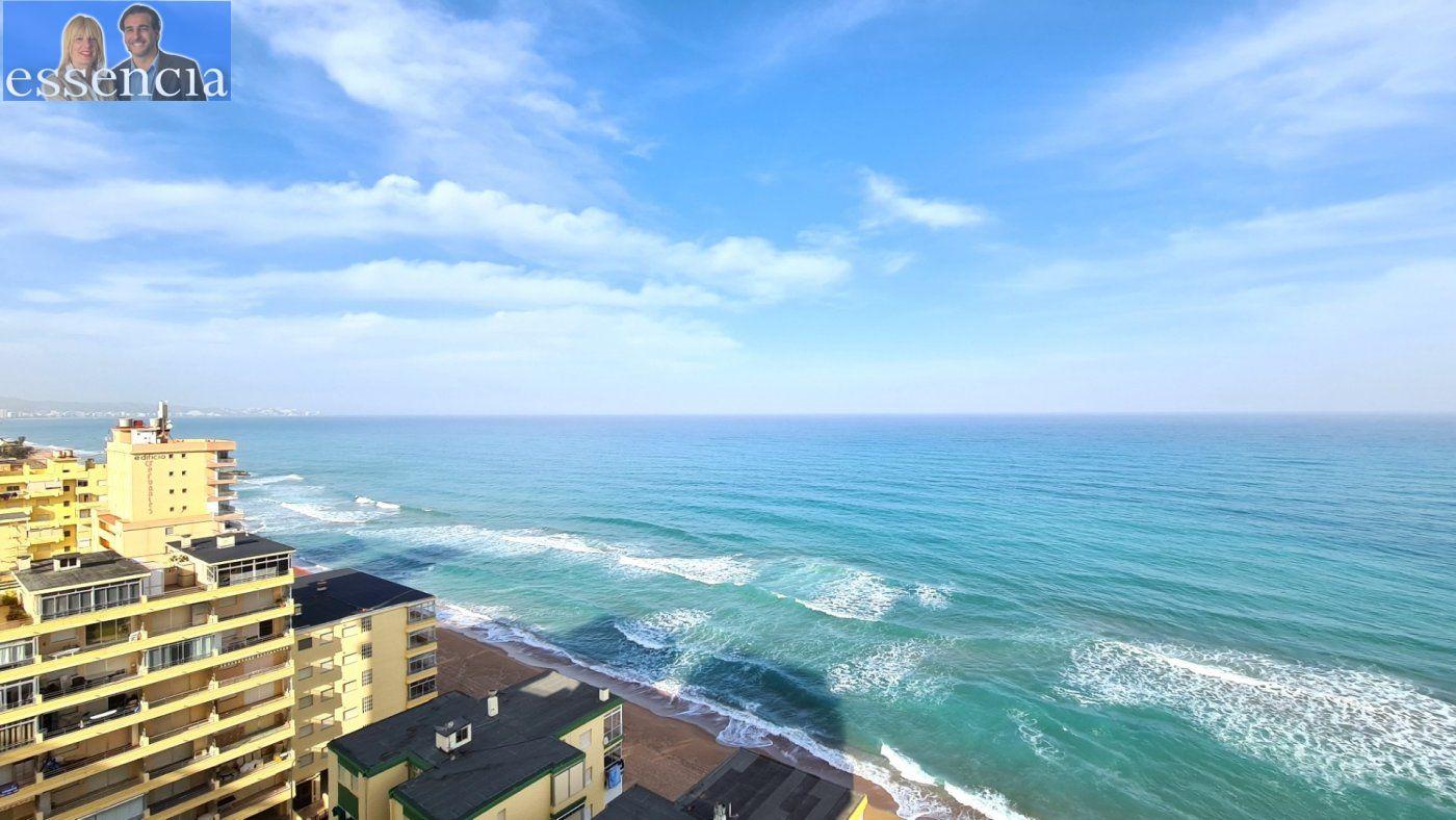 Disfruta de un fabuloso apartamento con una gran terraza y vistas al mar. - imagenInmueble3