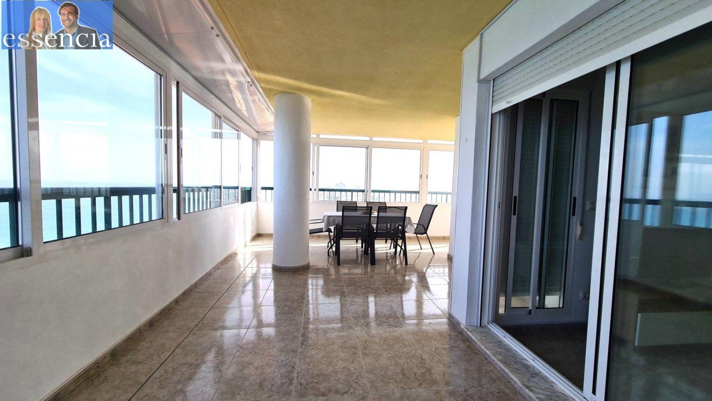 Disfruta de un fabuloso apartamento con una gran terraza y vistas al mar. - imagenInmueble5