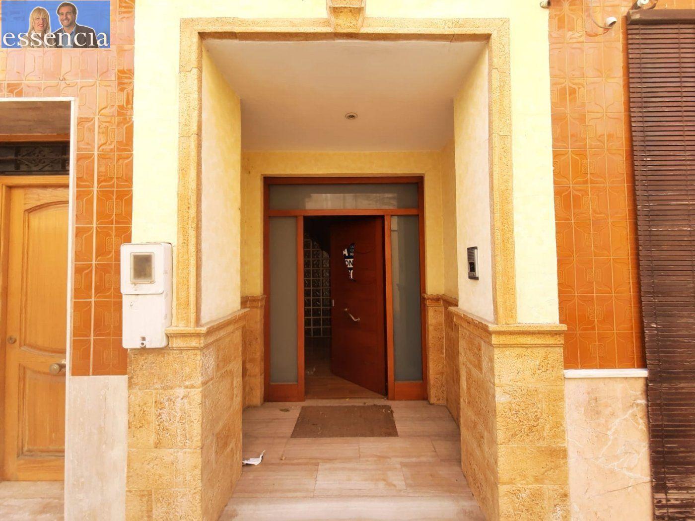 Bajo de 2 dormitorios y 2 baños con patio - imagenInmueble24