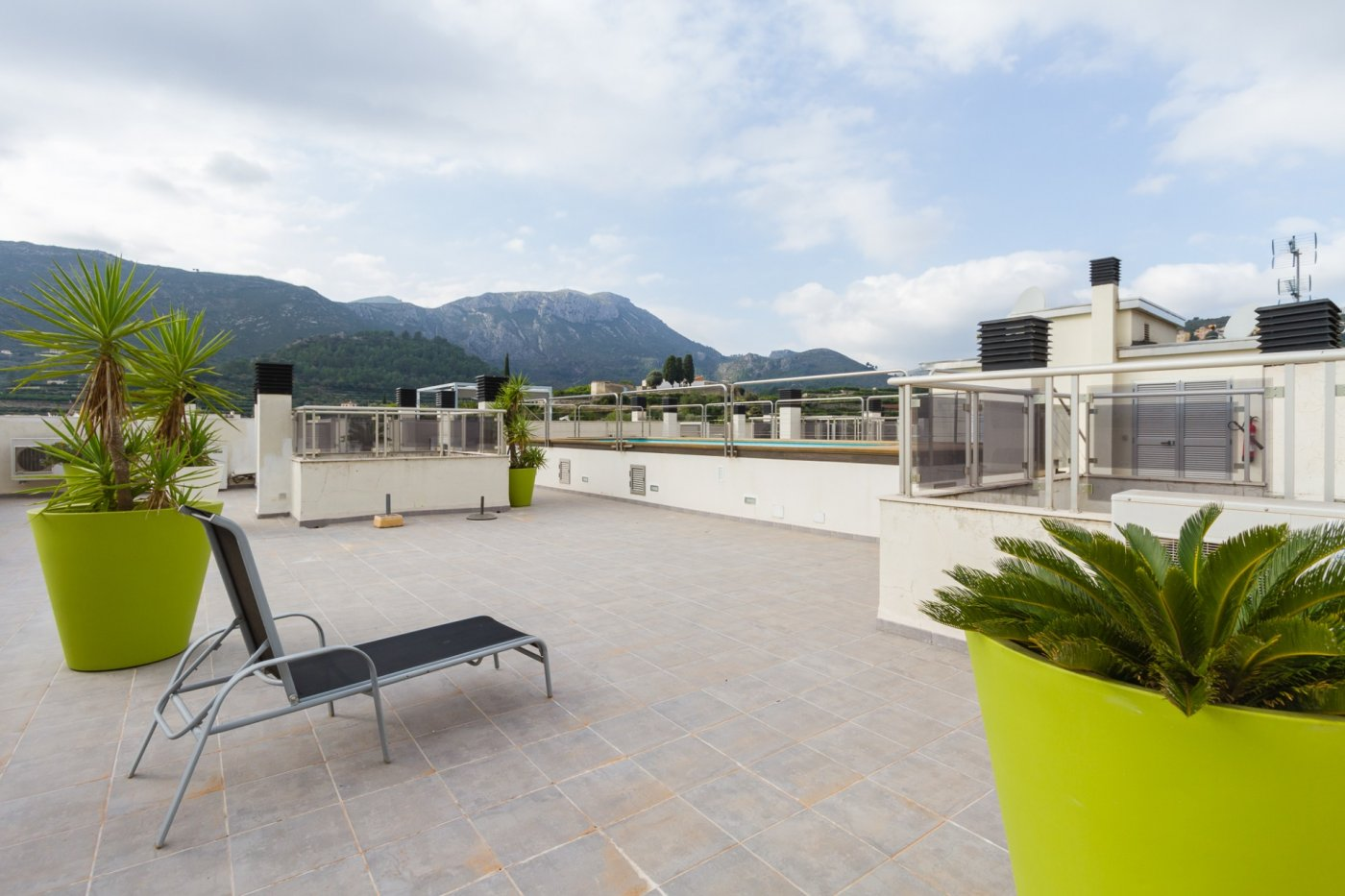 Fuera covid ! faboloso ático con vistas con terraza y piscina comunitaria y zona chillout. - imagenInmueble1