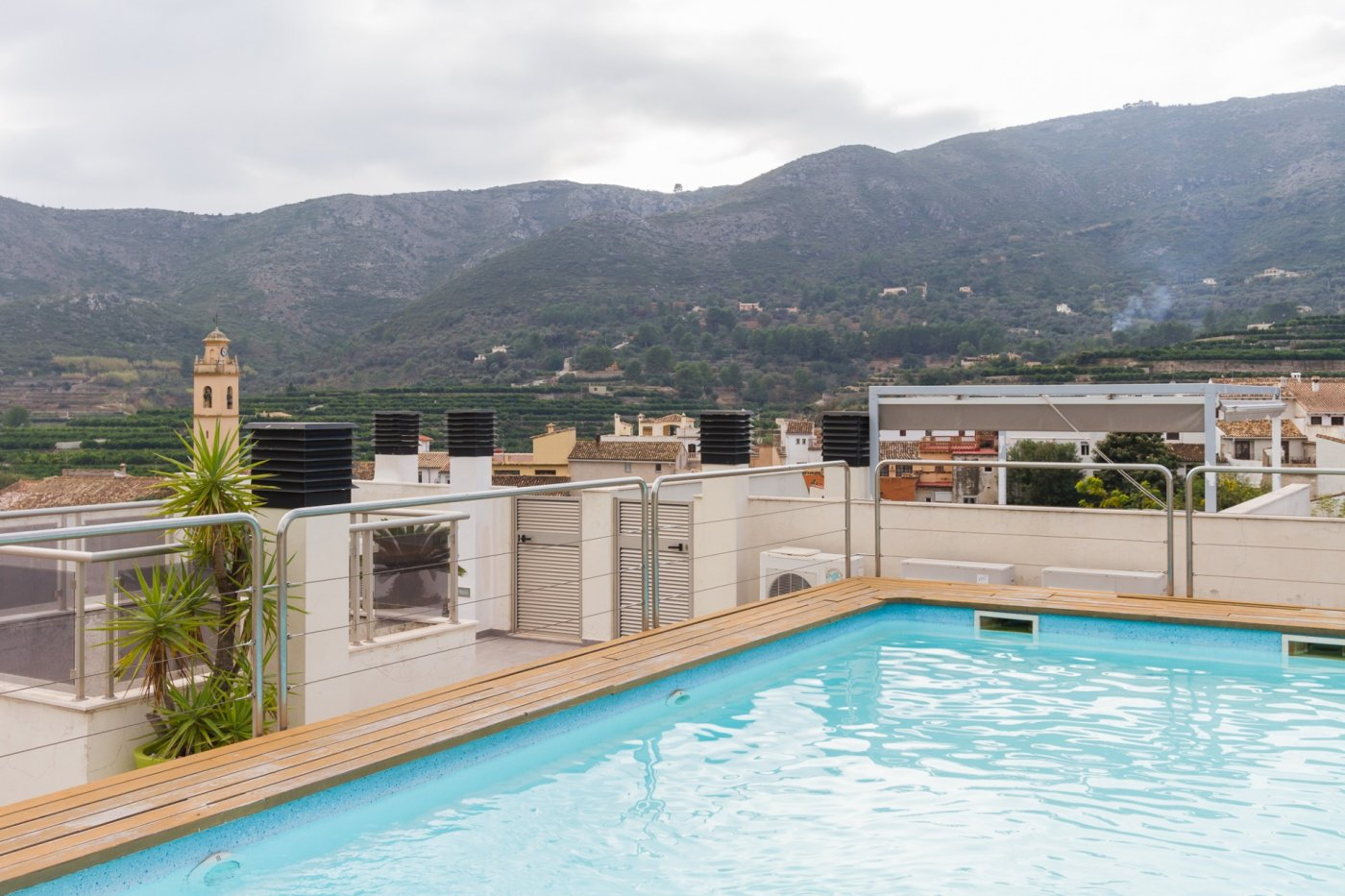 Fuera covid ! faboloso ático con vistas con terraza y piscina comunitaria y zona chillout. - imagenInmueble24
