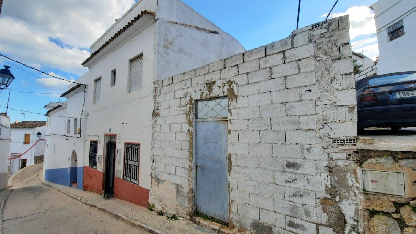 Casa de pueblo en venta en zona oeste de oliva.  terraza con bvstas al mar. - imagenInmueble4