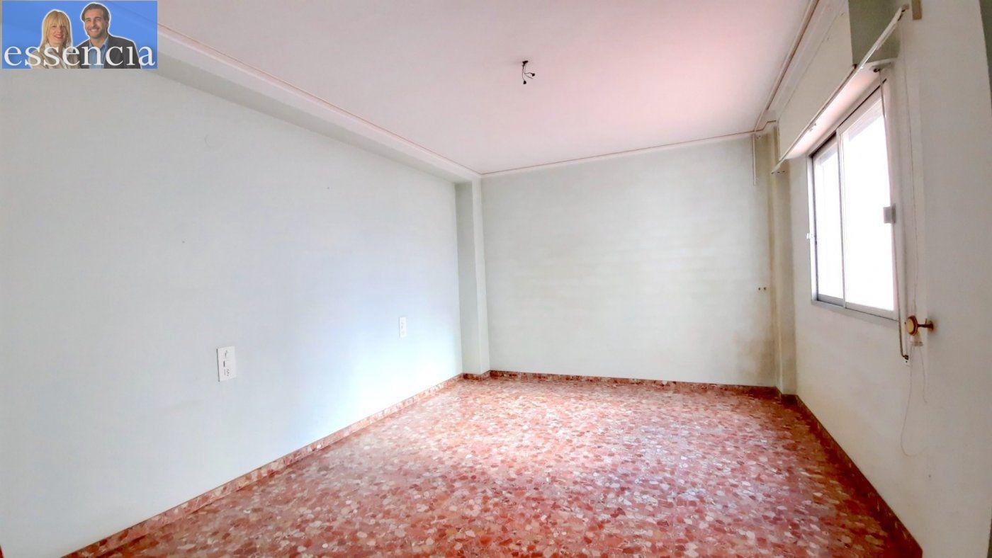 Piso con terraza y galería en zona conservatorio. residencial con ascensor. - imagenInmueble17