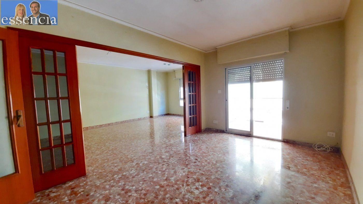 Piso con terraza y galería en zona conservatorio. residencial con ascensor. - imagenInmueble7