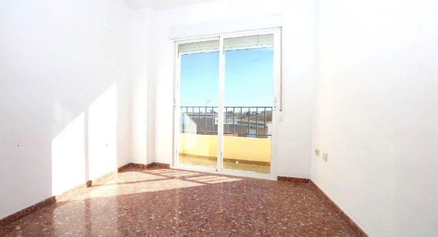 Amplio piso en sollana - imagenInmueble3