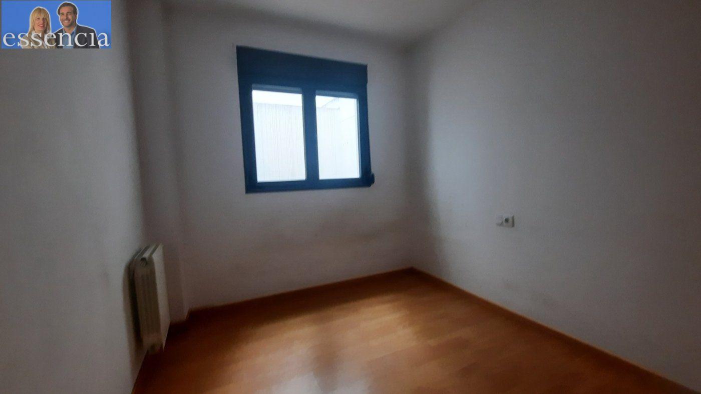 Vivienda de 3 dormitorios y dos baños con garaje , trastero y patio. - imagenInmueble10