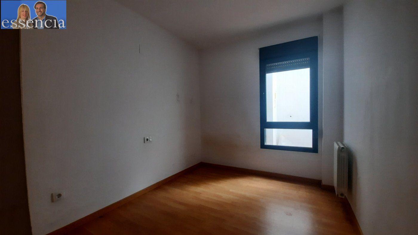 Vivienda de 3 dormitorios y dos baños con garaje , trastero y patio. - imagenInmueble12