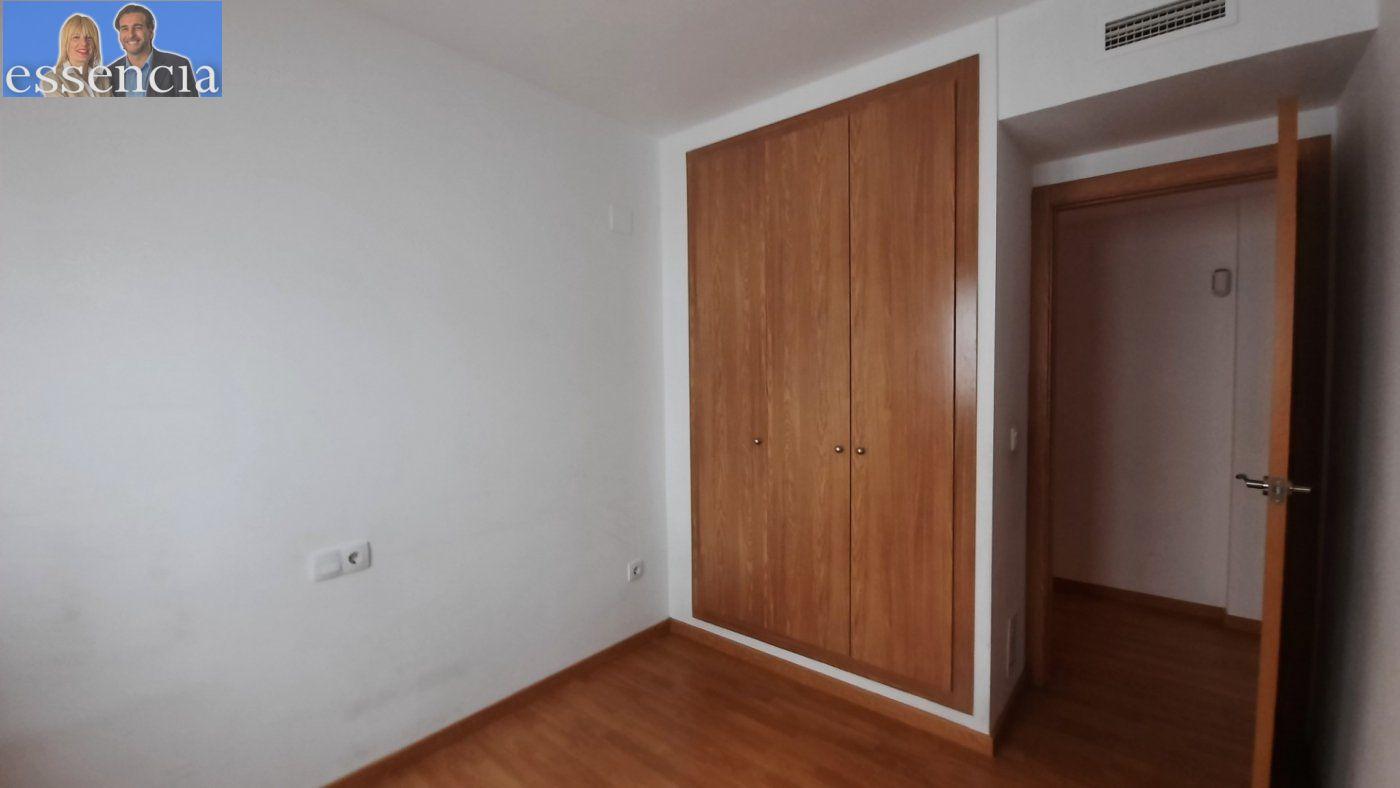 Vivienda de 3 dormitorios y dos baños con garaje , trastero y patio. - imagenInmueble13